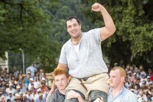 Daniel Bösch gewinnt das Bündner-Glarner Kantonalschwingfest in Schiers GR. Foto - Werner Schaerer
