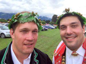 Martin Glaus und Daniel Bösch mit dem Südwestschweizer Kranz v.l. Foto: Pascal Schönenberger