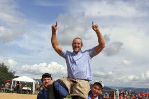 Arnold Forrer gewinnt das Schaffhauser Kantonalschwingfest in Stetten SH Foto: Pascal Schönenberger