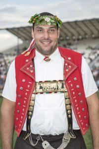 Daniel Bösch mit dem Eidgenössischen Kranz Foto: Werner Schaerer