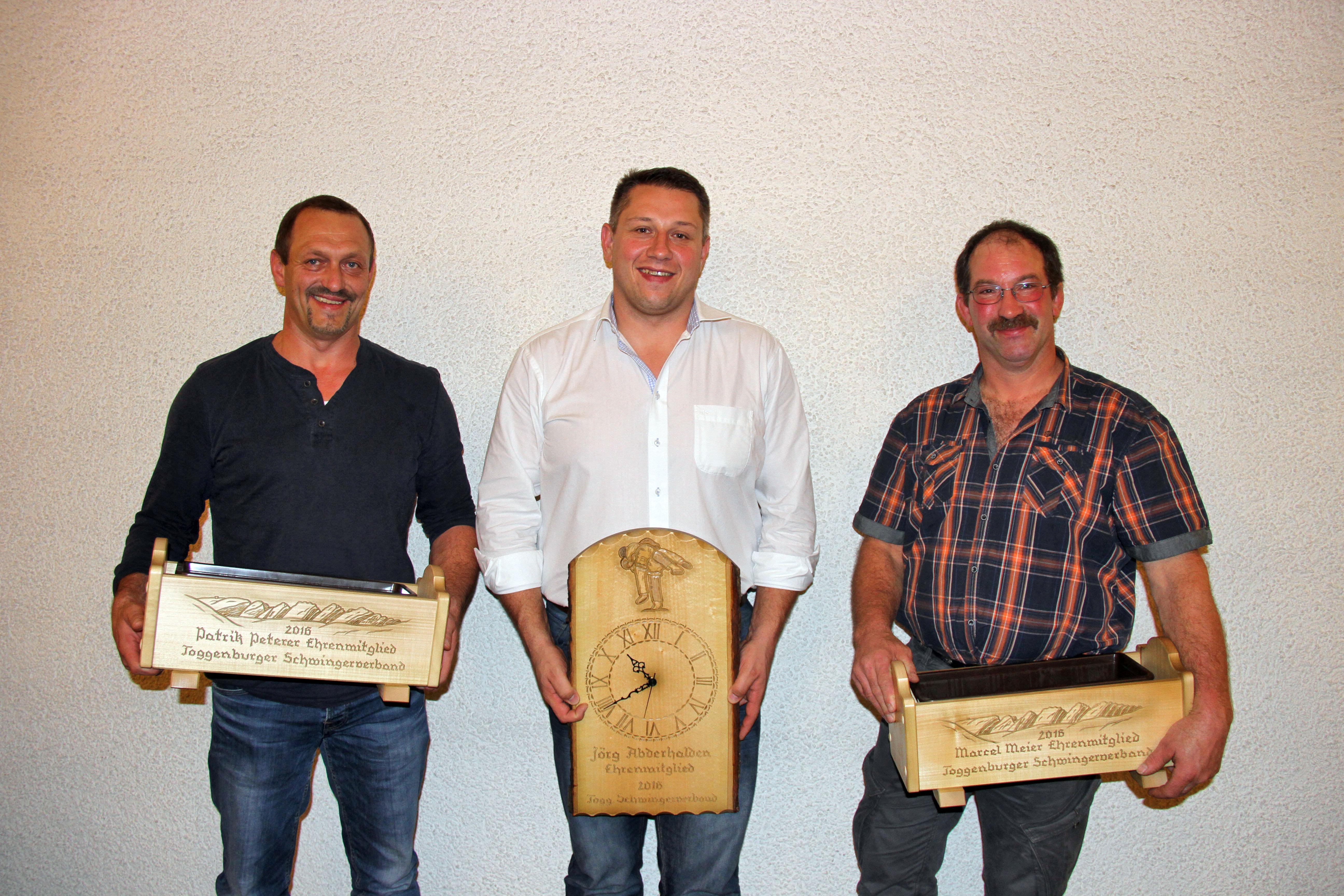 Patrik Peterer, Jörg Abderhalden und Marcel Meier heissen die neuen Ehrenmitglieder Foto: Pascal Schönenberger